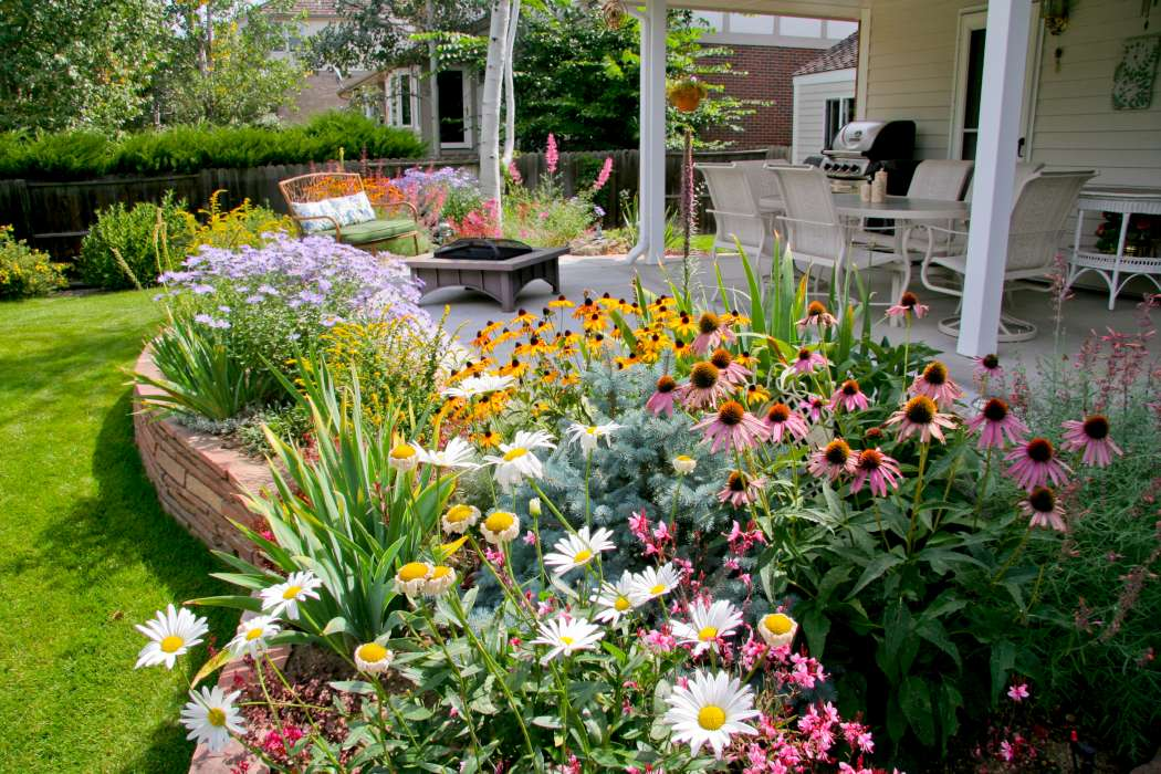 Idee winter tuin idees : Features: Patio Extension, Flagstone Retaining Wall, Perennial Garden ...